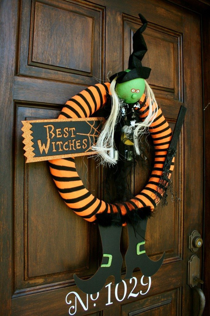 happy-halloween-wreath-for-the-front-door