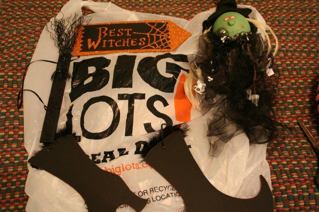 make-a-halloween-wreath-with-fun-stuff-from-big-lots