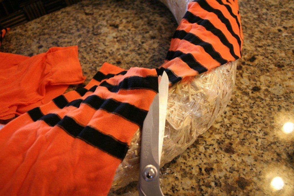 wrap-tights-around-a-wreath-form