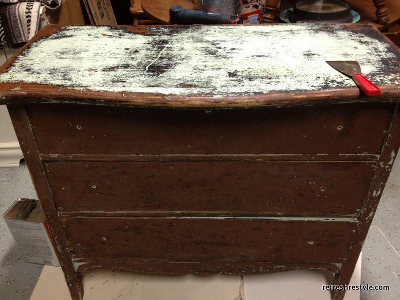 From trash to treasure Emerald green dresser makeover - painted furniture idea that you can do yourself