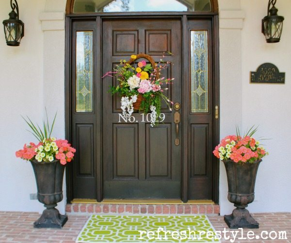 How to create a colorful and welcoming front porch