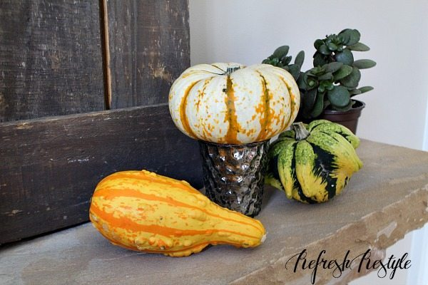 Fall Mantel #pumpkins #mantel