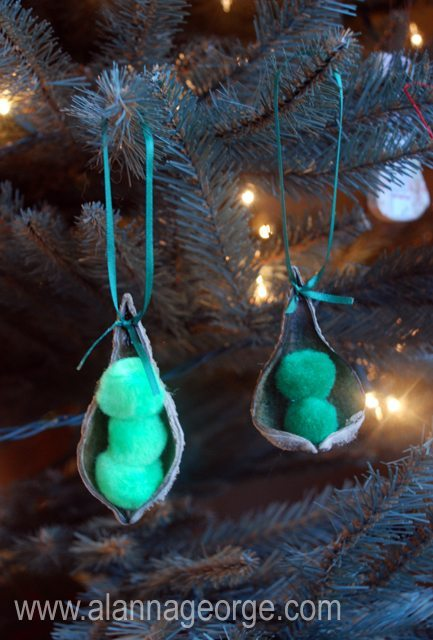 05 - Just Us Four - Pea Pod Ornament