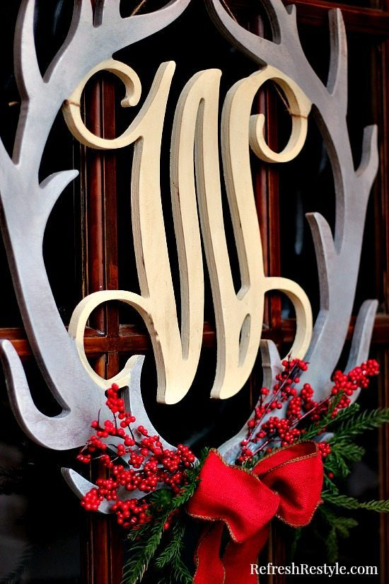 Christmas door wreath at refreshrestyle.com
