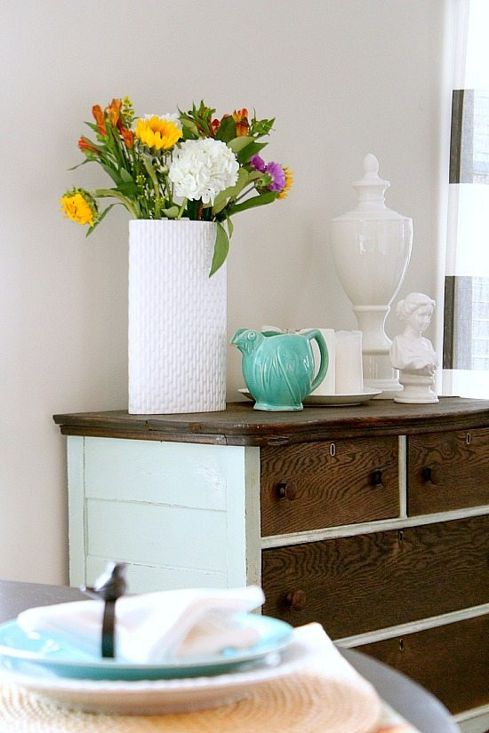 Using Aqua and White in the dining area