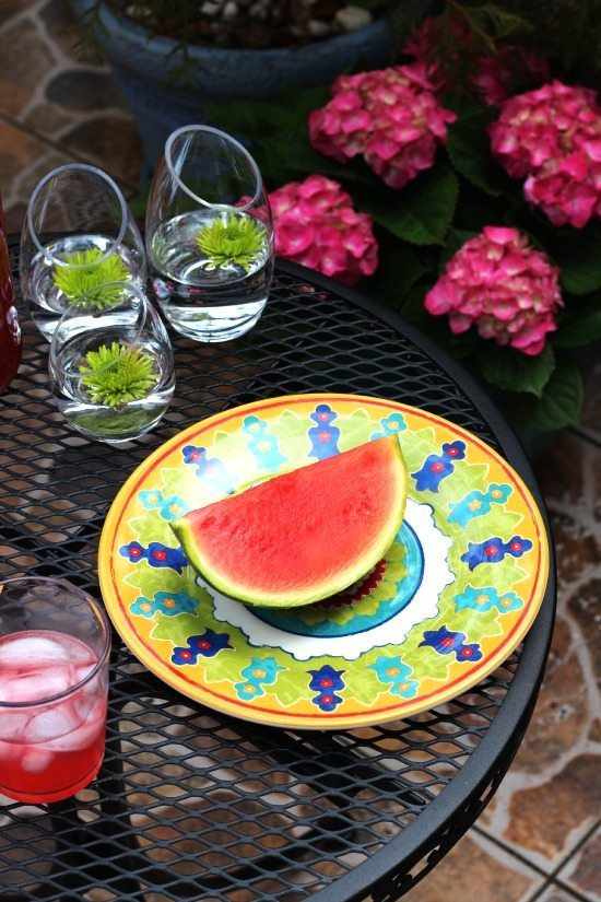 Dinnerware with bright colors for spring