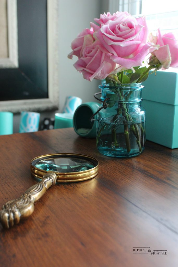Pink roses go great with Tiffany blue, perfect for your desk.