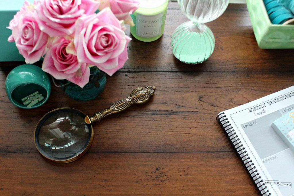 Wood grain look, vintage accessories for your desk