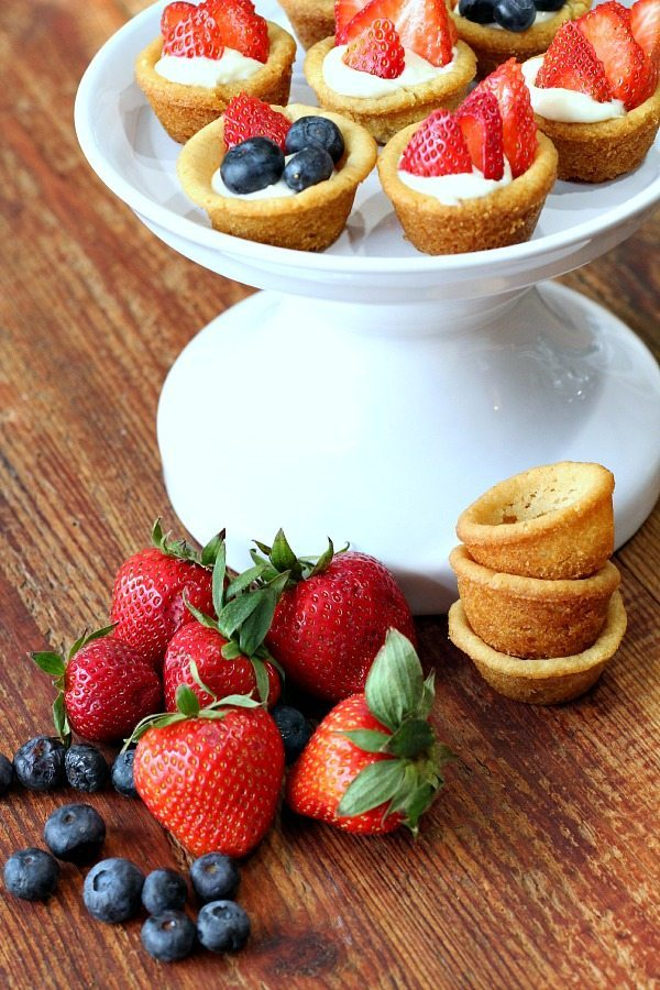 Cookie cups filled with fruit #recipe