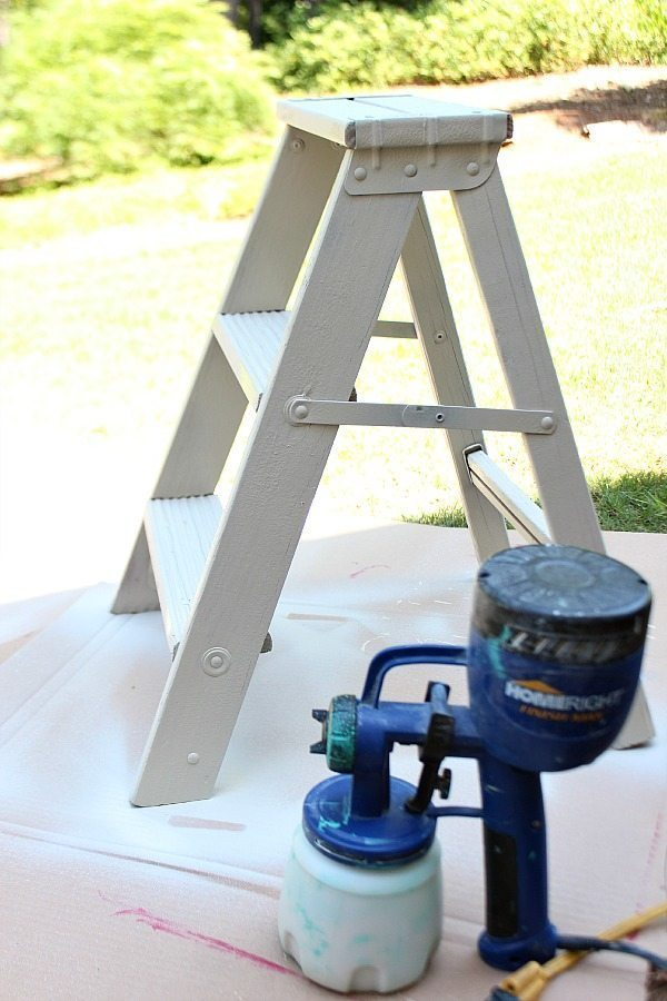 How to repurpose a ladder in to a planter table