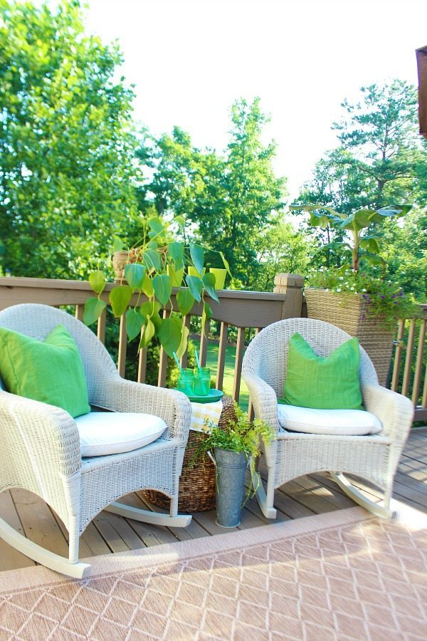 Refreshing greens the deck - spray painting wicker with HomeRight Finish Max