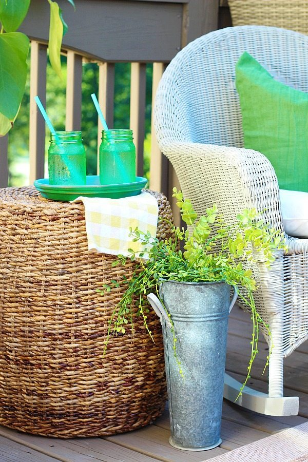 Refreshing the deck with a variety of wicker - spray painting wicker with HomeRight Finish Max