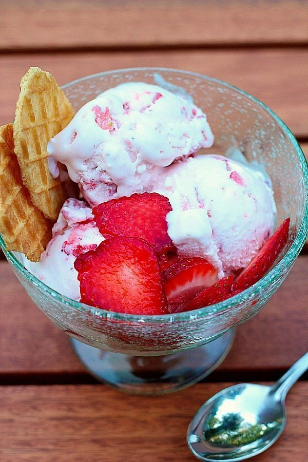 summer recipe Homemade Strawberry Ice Cream