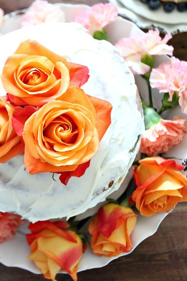 Cake with Orange Roses Decor Steals