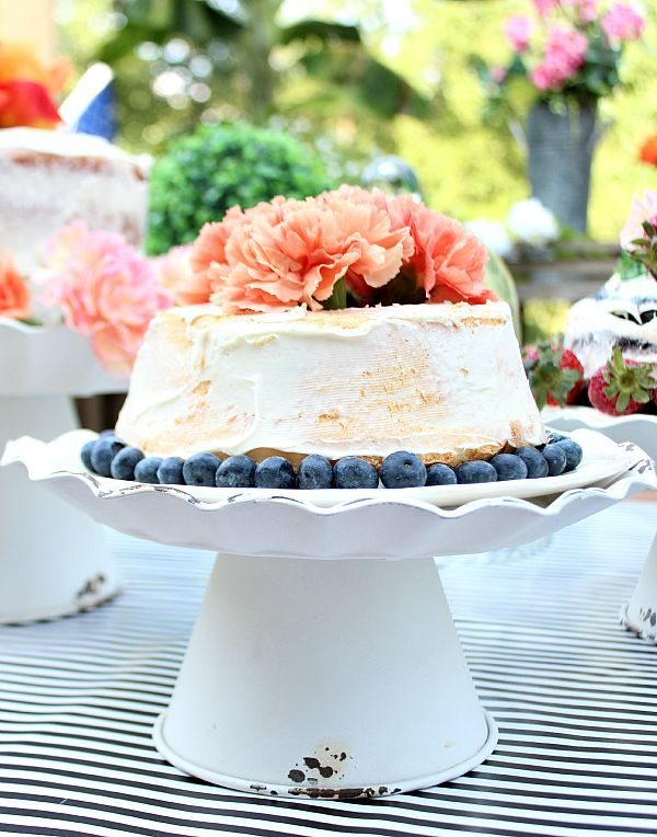 Decor Steals Design Cakes on Beautiful cake stands