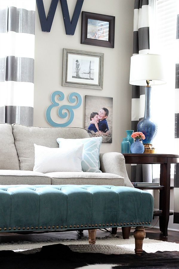 gallery wall ideas using blues and grays