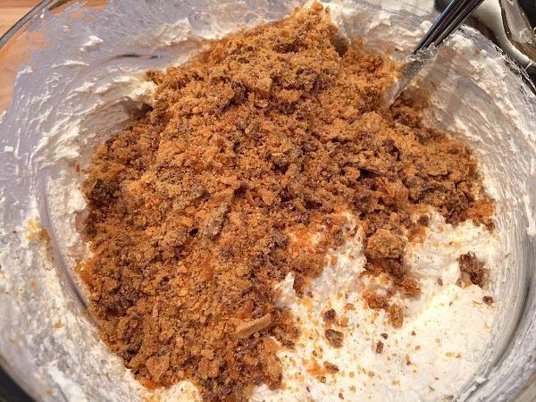 Ingredients for Butterfinger pie