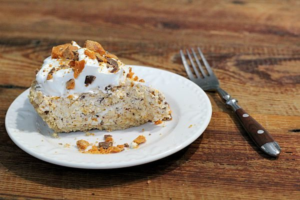 Only 4 ingredients in this Butterfinger Pie Recipe