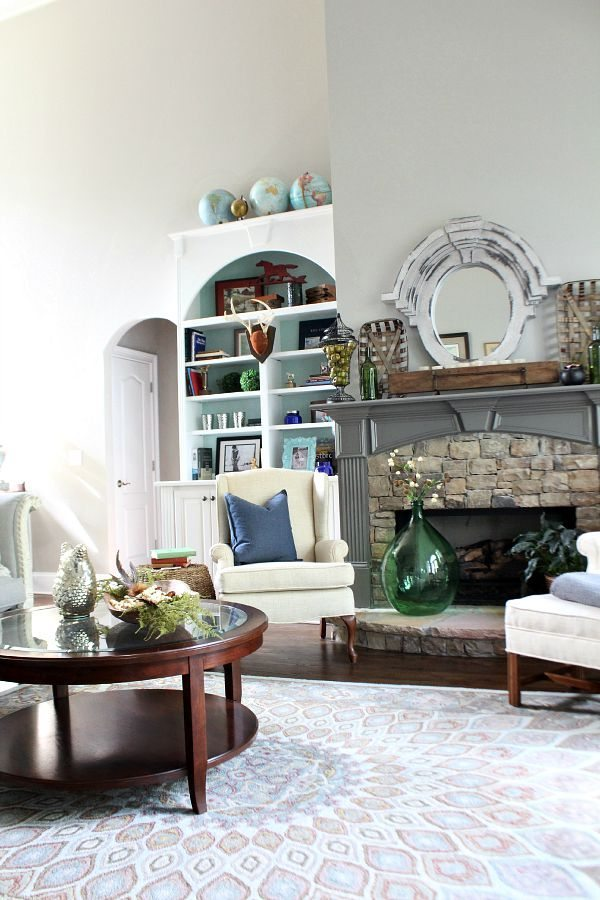 Collections, ideas and tips for styling bookcases at refreshrestyle.com