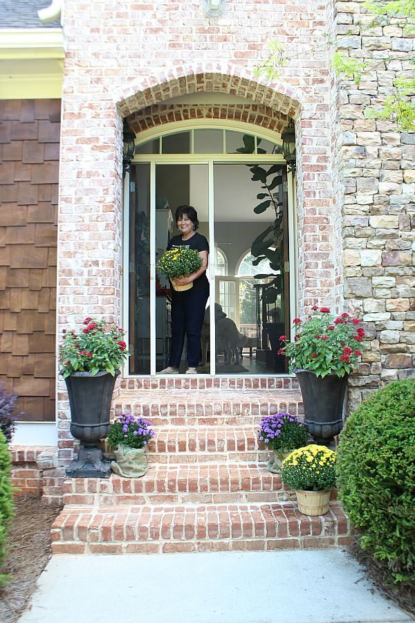 Come on in y'all! I'm working on sprucing up my front entry refreshrestyle.com