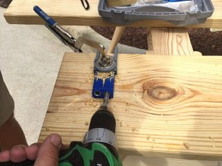 Creating an industrial table using a kreg jig to make pocket holes at RefreshRestyle.com