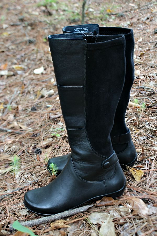 Cute and comfy boots for fall and winter at refreshrestyle.com