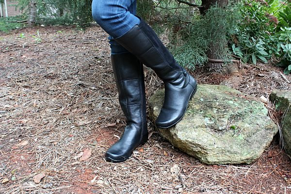 Perfect for walking anywhere, comfy and cozy boots from Dansko at refreshrestyle.com