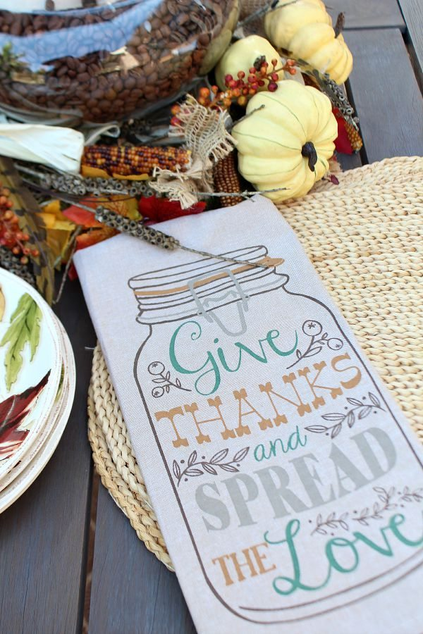 Using dish towels for napkins - mason jar fall design at refreshrestyle.com