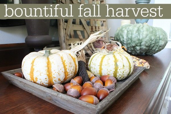 Fall harvest farmhouse decor ideas at refreshrestyle.com