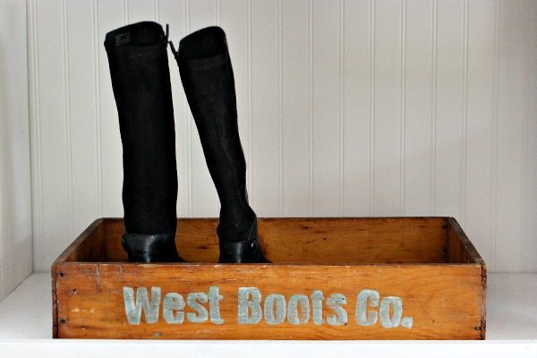 How to make a vintage boot tray with personalized signage at refreshrestyle.com