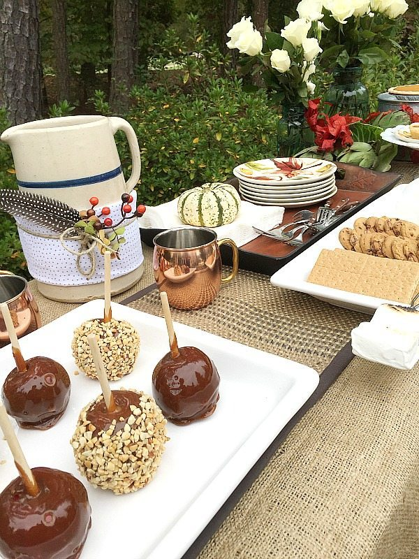 Ideas for having dessert outdoors. Outdoor Living with affordable Better Homes and Gardens. Keep the outdoor entertaining season going longer. #sp #BHGLiveBetter