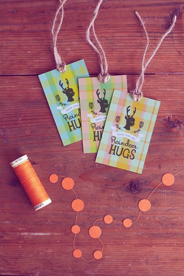 06 - Eat Drink Chic - Reindeer Hugs Gift Tags