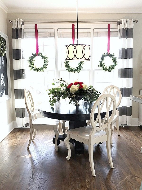 Christmas centerpiece at Refresh Restyle