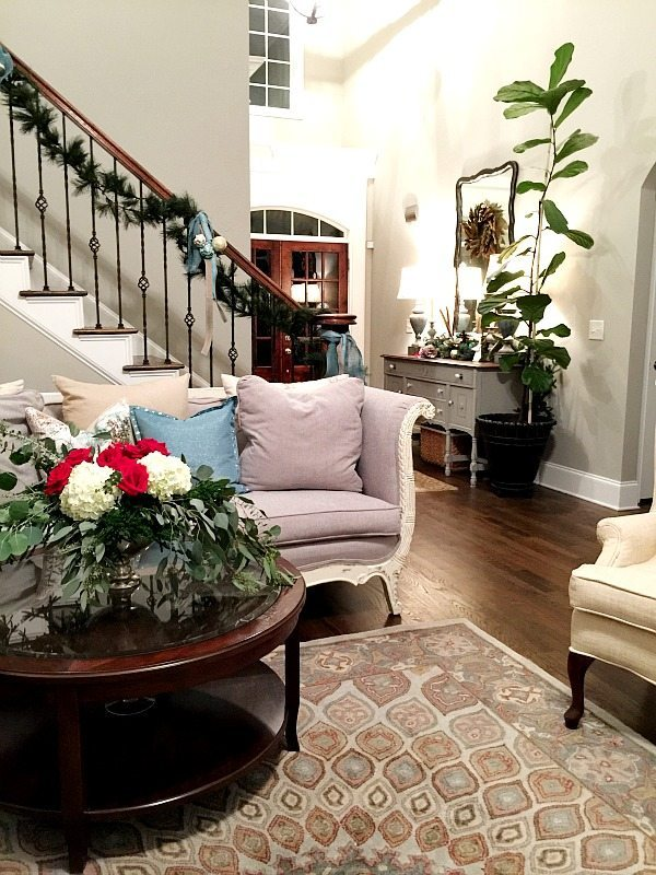 Living room roses and hydrangea centerpiece