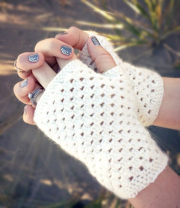 Inspiration Monday idea white_fingerless_gloves_free_crochet_pattern