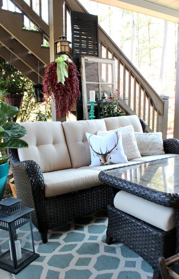 Patio winter decor with turquoise and red at Refresh restyle