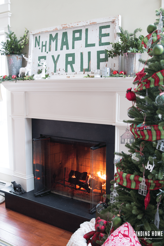 Vintage Christmas-Mantel-Vintage-Sign