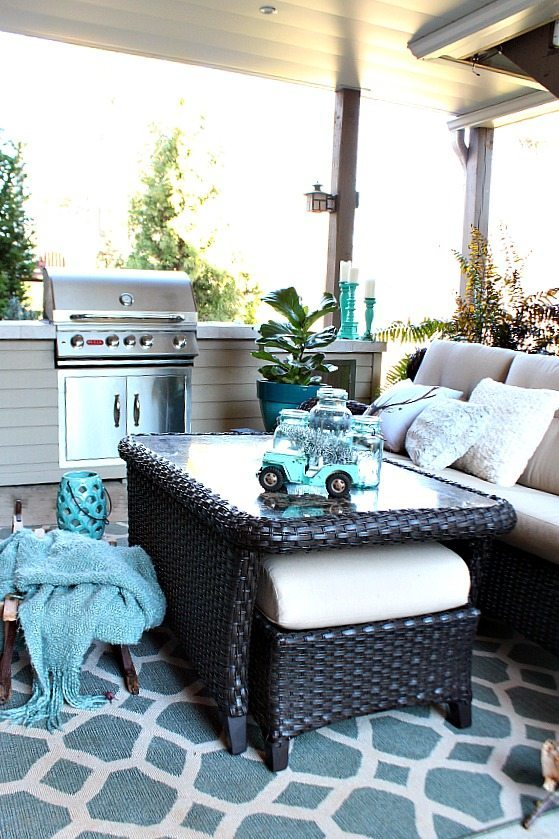 Winter Christmas Patio at Refresh Restyle
