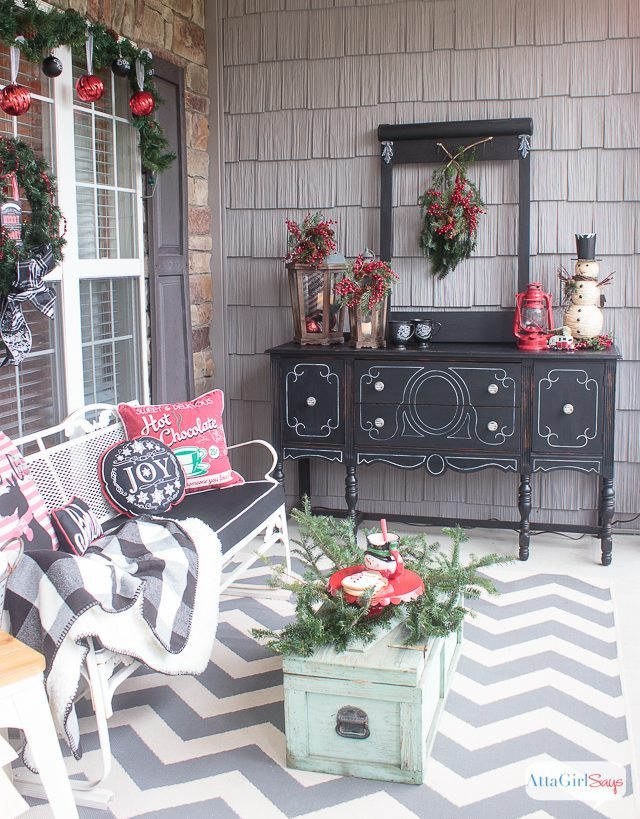 schoolhouse-inspired-vintage-Christmas-decorations-