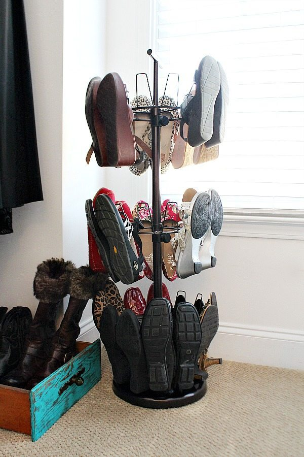 Vertical shoe storage saves space in your closet, keeps the floor clear. Find out more closet organization ideas at Refresh RestyleVertical shoe storage saves space in your closet, keeps the floor clear. Find out more closet organization ideas at Refresh Restyle