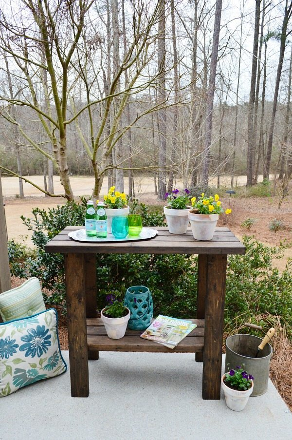 Free potting bench plans build this in no time! Out of 2 x 4 lumber.