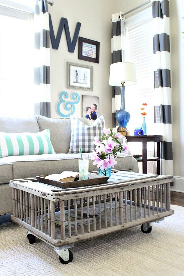 Easy farmhouse look with chicken coop coffee table DIY at Refresh Restyle