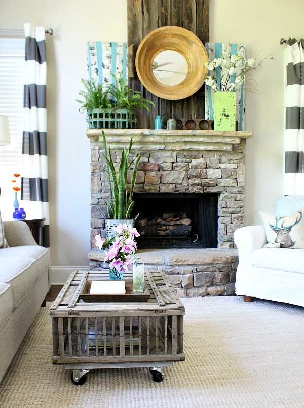 Farmhouse coffee table idea using a chicken coop at Refresh Restyle