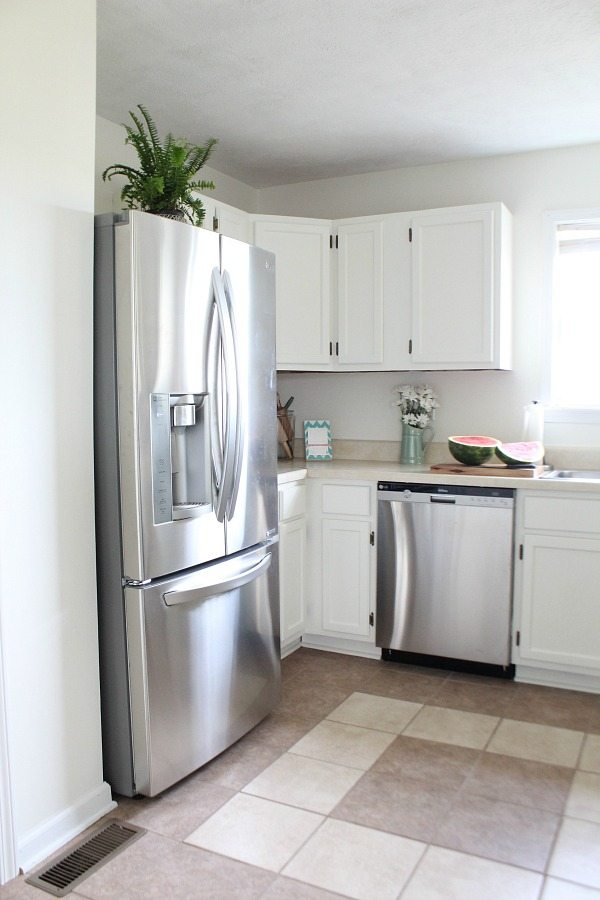 clean painting kitchen cabinets white | Dover White Kitchen Cabinets Lighten up your Kitchen ...