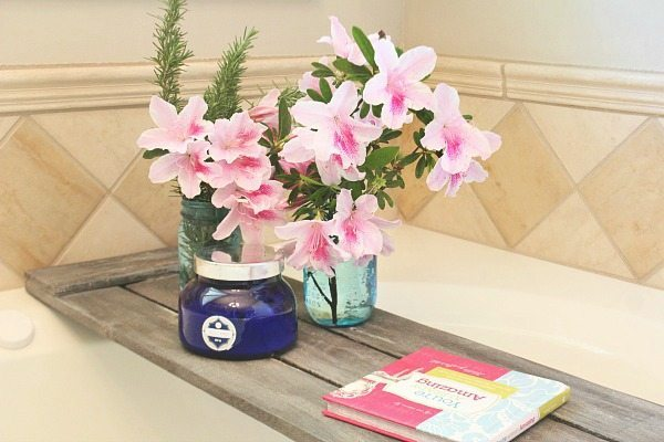 Volcano candle and azaleas - Pallet tub tray - easy do it yourself pallet project