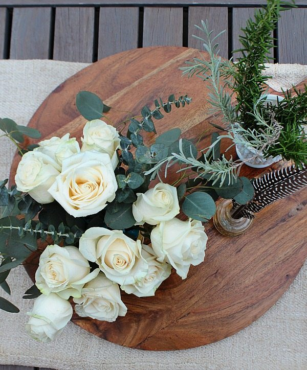 Farmhouse flower arrangement - only takes a few minutes to create from Refresh Restyle