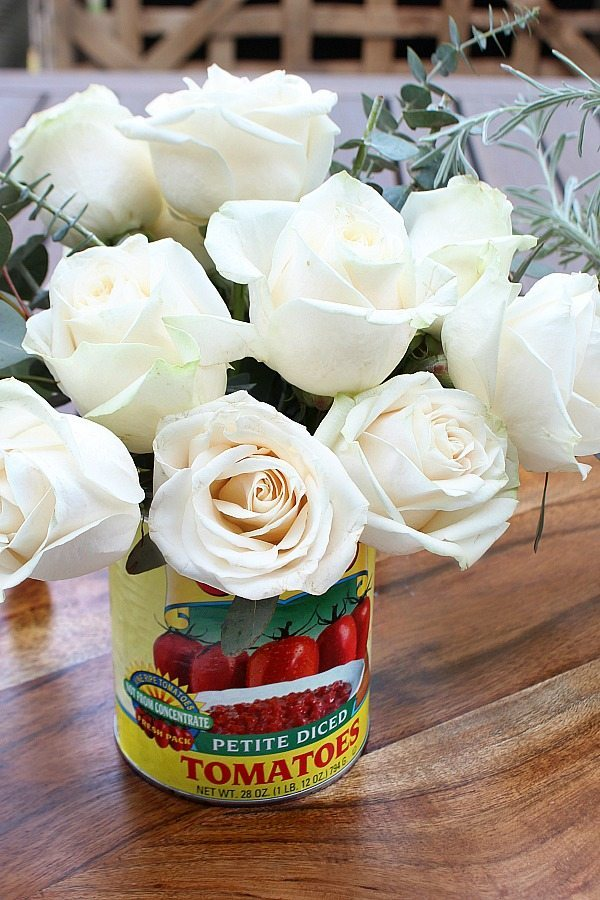 Roses in a tomato can perfect for a farmhouse flower arrangement from Refresh Restyle