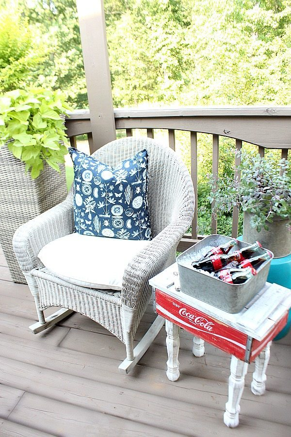 Easy DIY Coca Cola crate side table more info at RefreshRestyle.com