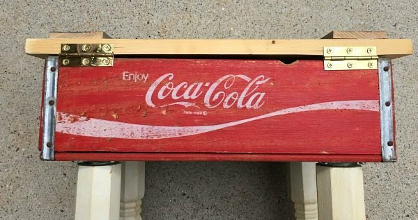 How to attach a hinged top - make a vintage Coke Crate Table at refreshrestyle.com
