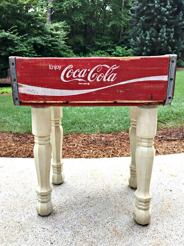 How to attach legs and make a vintage Coke Crate Table at refreshrestyle.com